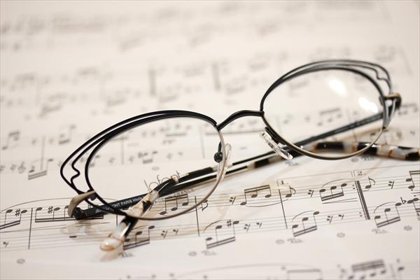 素敵なメガネは貴女の魅力を増します